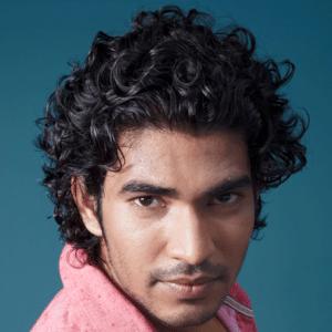 Men's Wavy Hair Style: Long Wavy